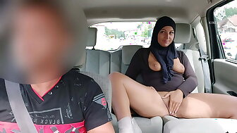 Taxi-cub cleaning woman fucks adverse spoken for Muslim girl.. She's hot!!