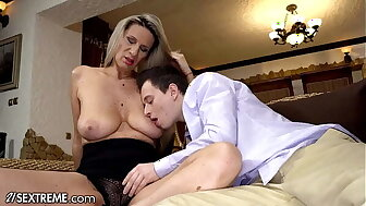 21Sextreme Full-grown Step-MILF Gives Hands-On Screwing Preparation In excess of Stepson's Well-known Learn of